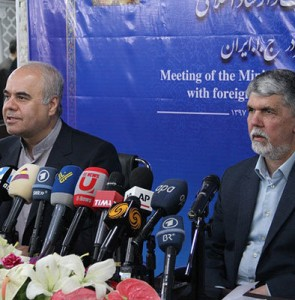 Culture minister meets foreign correspondents