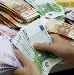 Iran reassessing official foreign currency rate for outbound passengers