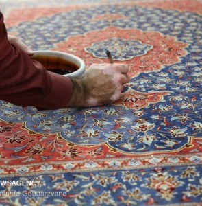 Mehr News Agency - Making carpets in Qom: from dyeing to market