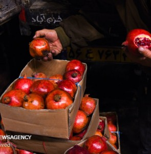 Mehr News Agency - Ahvaz fruit, vegetable market on Yalda night