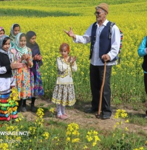 Mehr News Agency - 'Nowruz Khani' tradition in Golestan