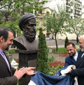 Zarif unveils busts of 4 Persian poets in Moscow