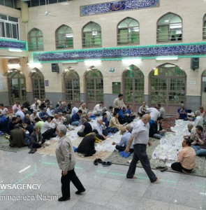Mehr News Agency - Simple iftar meals at mosques across the country