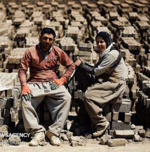 Mehr News Agency - Seasonal workers at brick factories in Hamedan