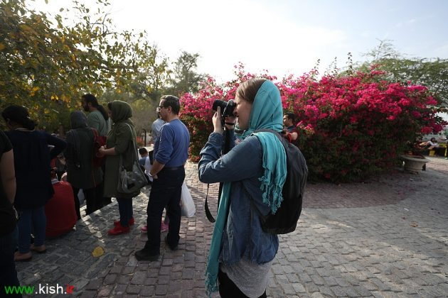 American Girl Visits Iran's Kish Island as Part of Guinness Record Attempt